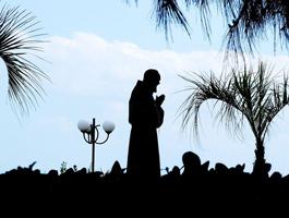 Homenagem a Padre Pio de trem em 3 dias